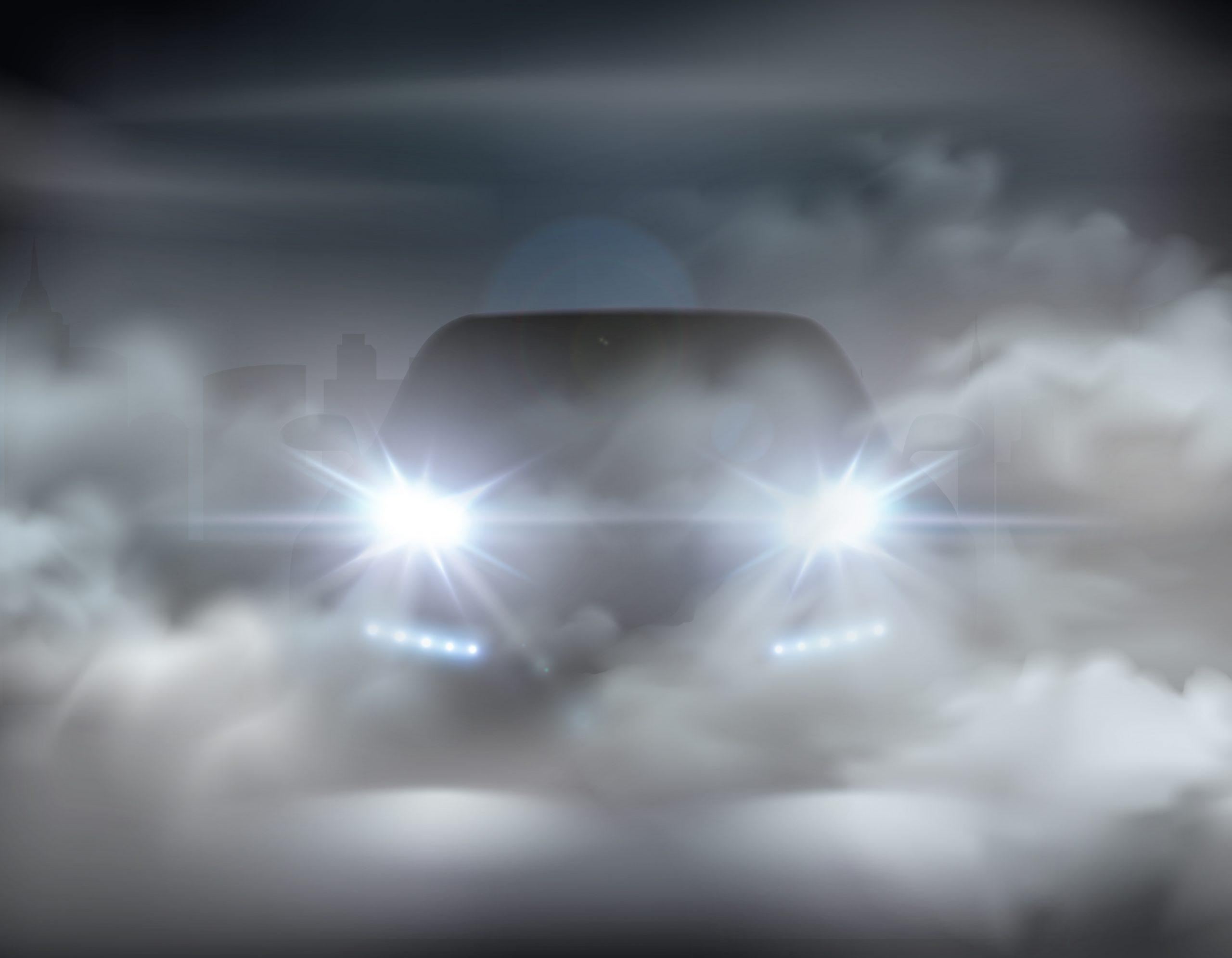 Coche con niebla