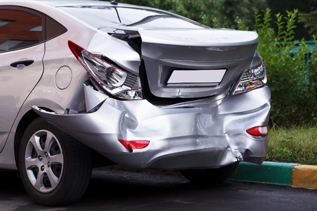 Parte posterior coche hundida